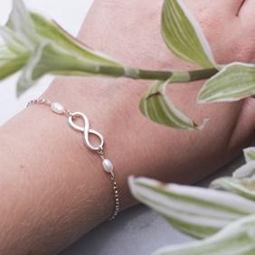 Infinity & Pearl Bracelet