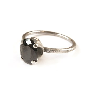 How to make this Black Cubic Zirconia ring