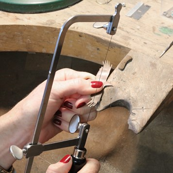how to use jewellers piercing saw