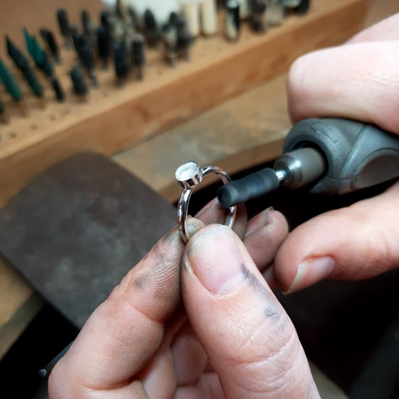how to make bezel set cabochon ring