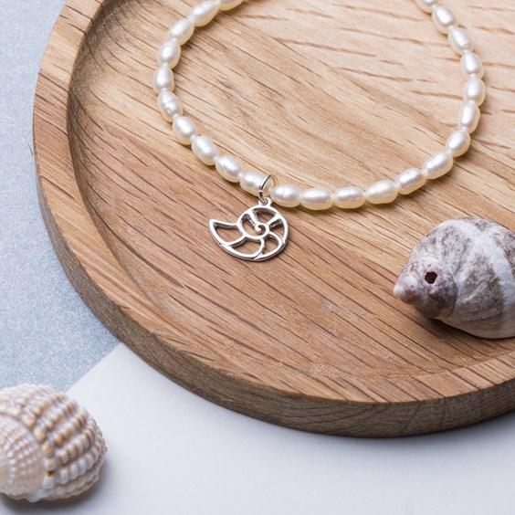 Pearl & Shell Charm Elastic Bracelet