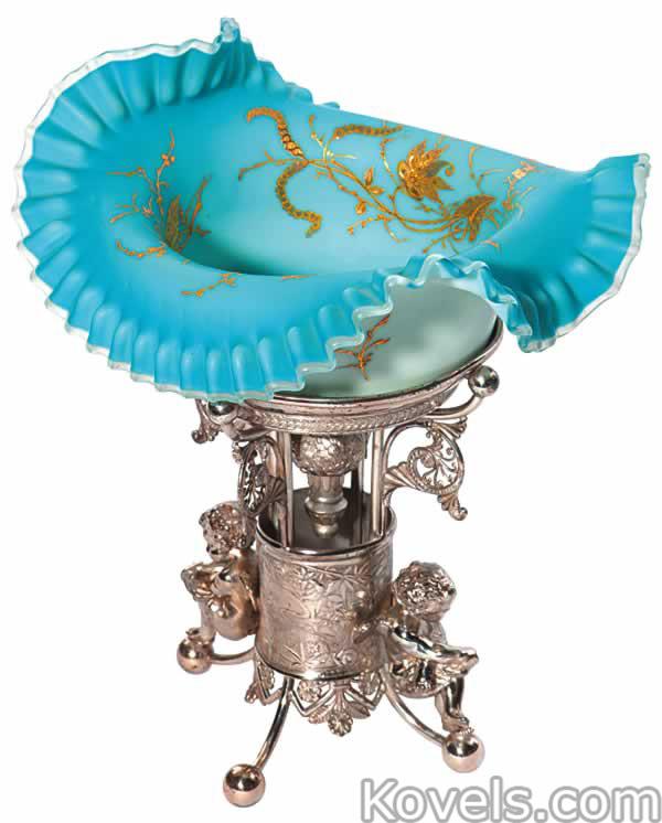 brides-basket-flowers-ruffled-rim-pairpoint-silver-stand-ea110714-0084.jpg