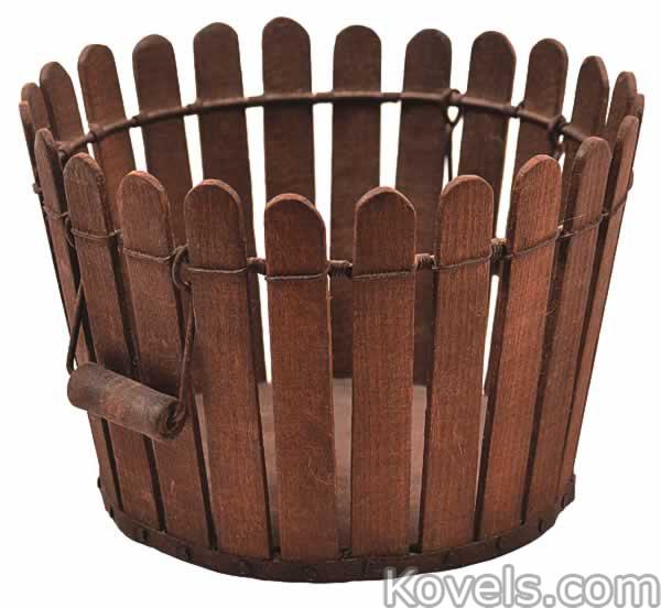 shaker-basket-berry-picket-fence-tulip-poplar-wire-tin-kentucky-ca111414-0718.jpg