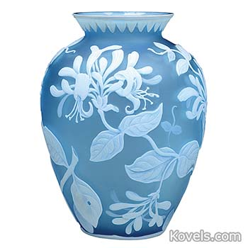 webb-vase-blue-white-honeysuckle-stems-leaves-cameo-jj111214-3202.jpg