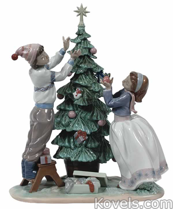 lladro-group-trimming-the-tree-du011615-1343.jpg