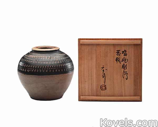 stoneware-vase-salt-glazed-shoji-hamada-co110714-0038.jpg