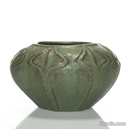 van-briggle-vase-arrow-root-design-green-glaze-hn110814-0324.jpg
