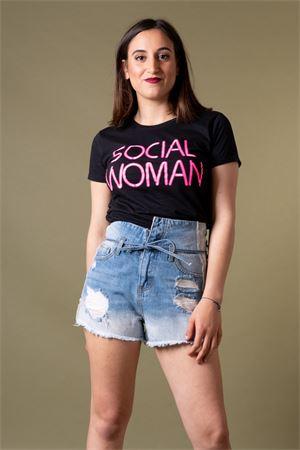 AIEM   8   SOCIAL WOMAN01