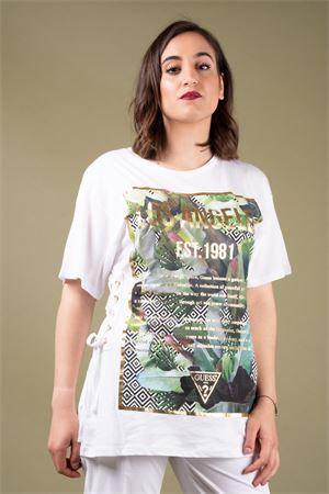 T-shirt con strighe e stampa esotica GUESS Guess   8   W92I88K7WS0TWHT