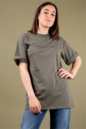 alt='T-shirt in cotone over con stampa dai ci sentiamo..VICOLO Vicolo | 8 | RU071301' title='T-shirt in cotone over con stampa dai ci sentiamo..VICOLO Vicolo | 8 | RU071301'
