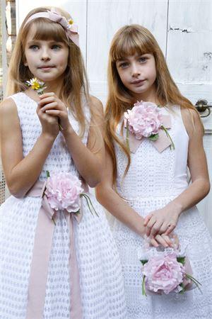 Long white dress model Turchese in lace with flower applied Raffaella RAFFAELLA | 11 | TURCHESE19LUNGO01