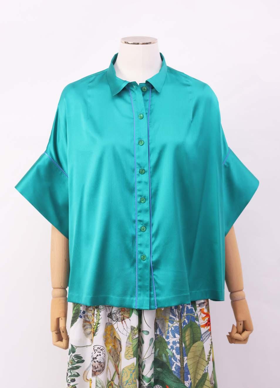 the latest 770f8 1b342 Camicia verde smeraldo in seta con manica corta ampia