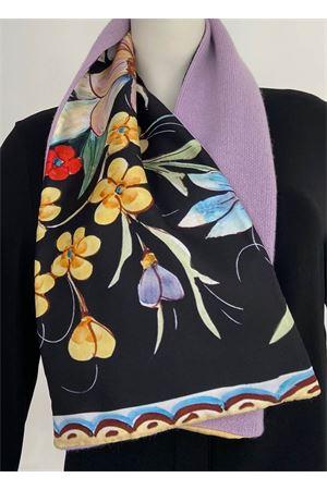 sciarpa in puro cashmere lilla e fantasia a fiori in seta di Como La Dolce Vista | 77 | SCALDACOLLOCASHSETALAVANDABLACKFLOWERS