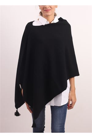 Black cape with pom pom  Jurta | 52 | PONCHODONNANERO