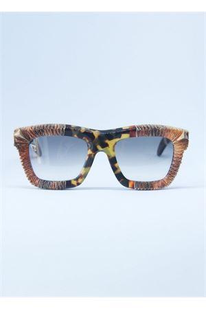 Occhiali da sole con montatura effeto graffiato Kuboraum | 53 | MASKEC7MARRONE