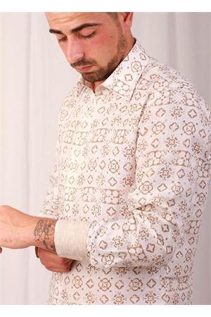 Camicia da uomo in lino con Maiolica Caprese beige Colori Di Capri | 6 | MATTONELLA BEIGEBEIGE