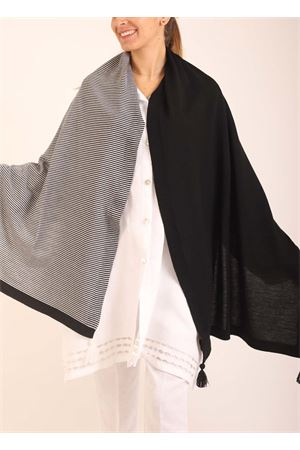 Black and white wool stole with pon pon  Art Tricot | 61 | STOLASTRISCEBIANCONERO