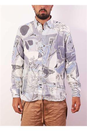 Camicia da uomo con architettura di Capri su sfondo azzurro Eco Capri | 6 | CMCMANPIAZZA