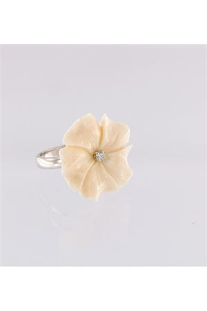 White flower shaped ring in gold Mediterranee Passioni | 5032250 | AL281BIANCO