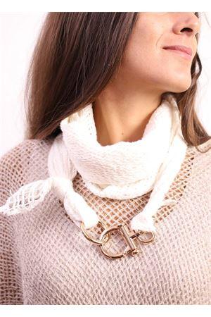 White linen scarf with golden hooks Linomania | 77 | LINOSCARFBIANCO