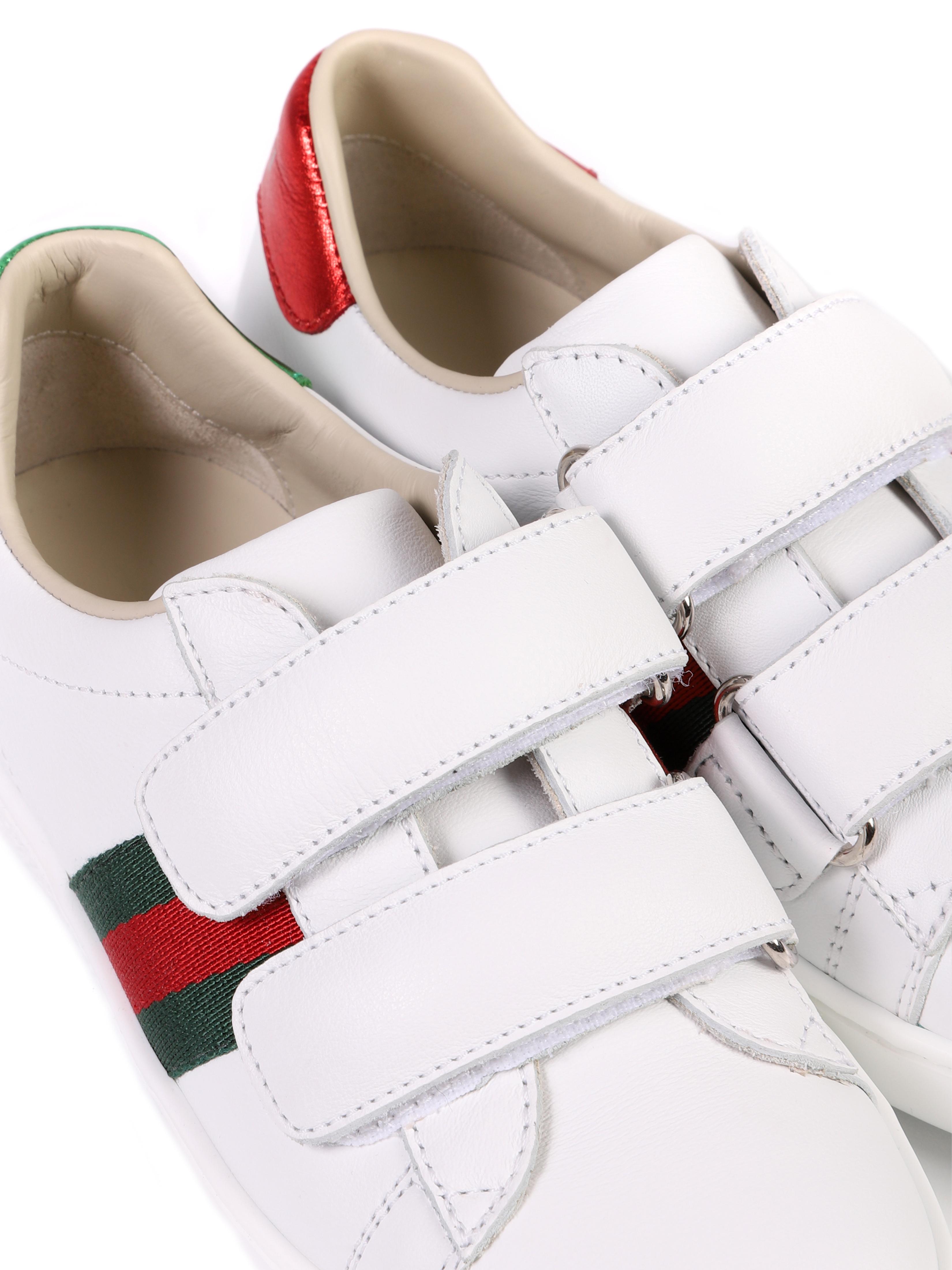scarpa bianca con strisce laterali rosso e verdi Gucci | Scarpe | 455448 CPWP09085