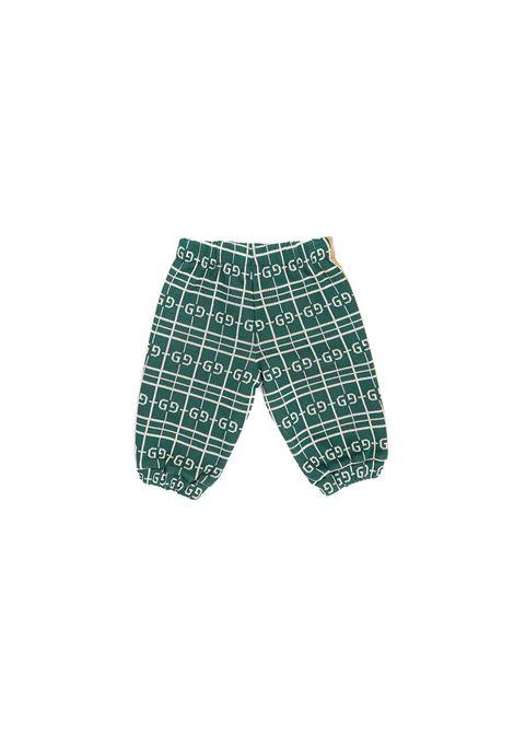 pantalone  fondo verde logato bianco con bande laterali marrone e beige Gucci | Pantalone | 626307 XJCPK3872