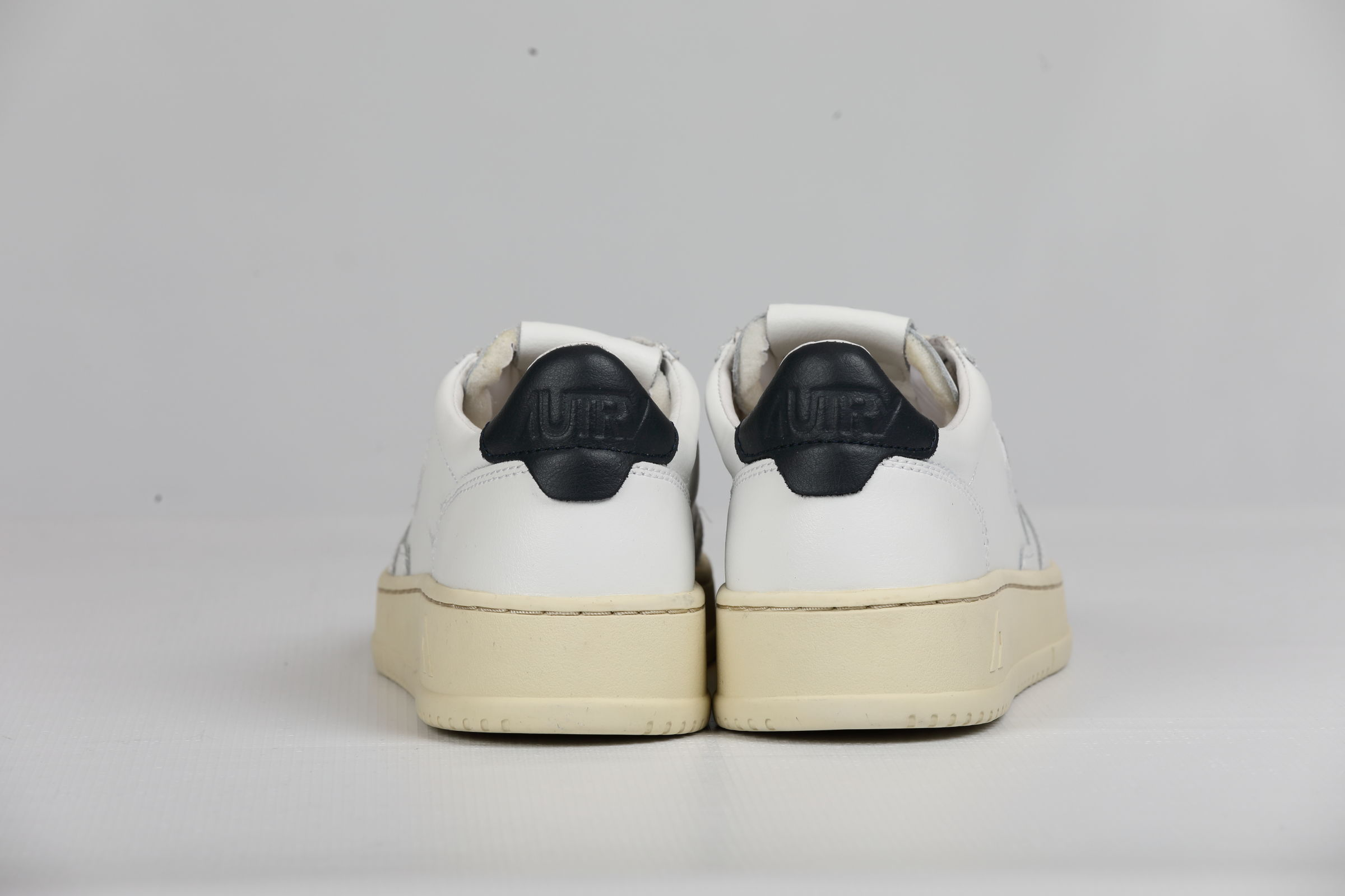 LOW MAN LEATHER WHITE BLUE AUTRY | Shoes | AULMLL12