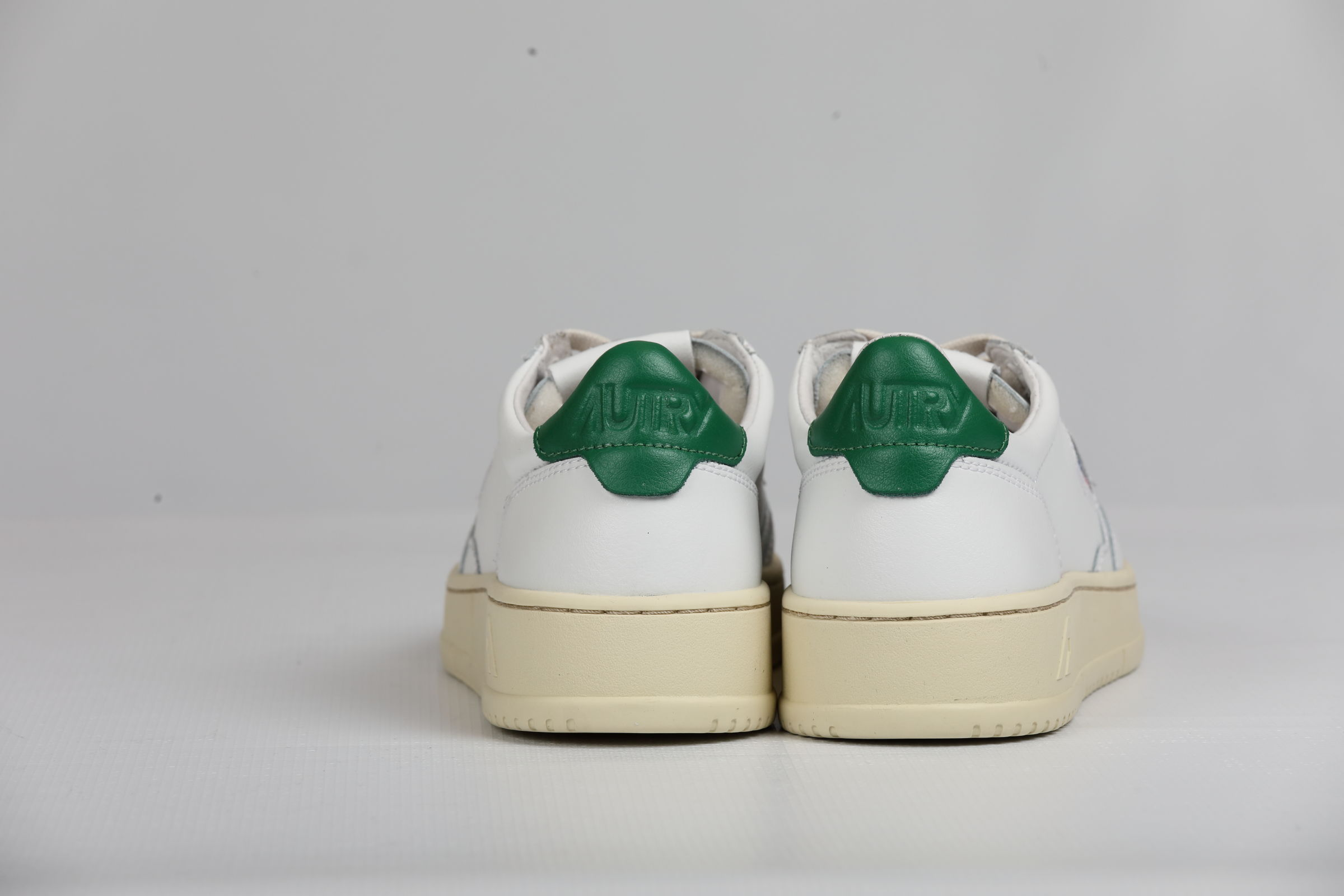 LOW MAN LEATHER WHITE GREEN AUTRY   Shoes   AULMLL20