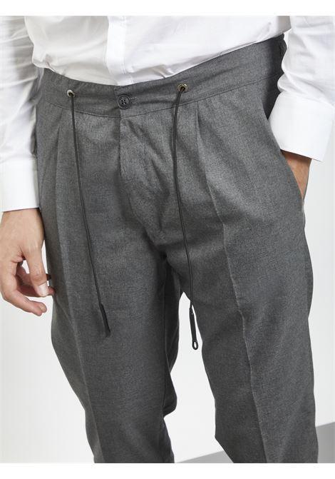 Pants con laccetto BLACK CIRCUS | Pantaloni | PAU718AGRIGIO