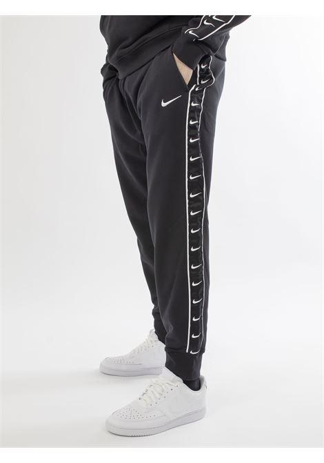Sportswear swoosh NIKE | Pantaloni | CV1031NERO