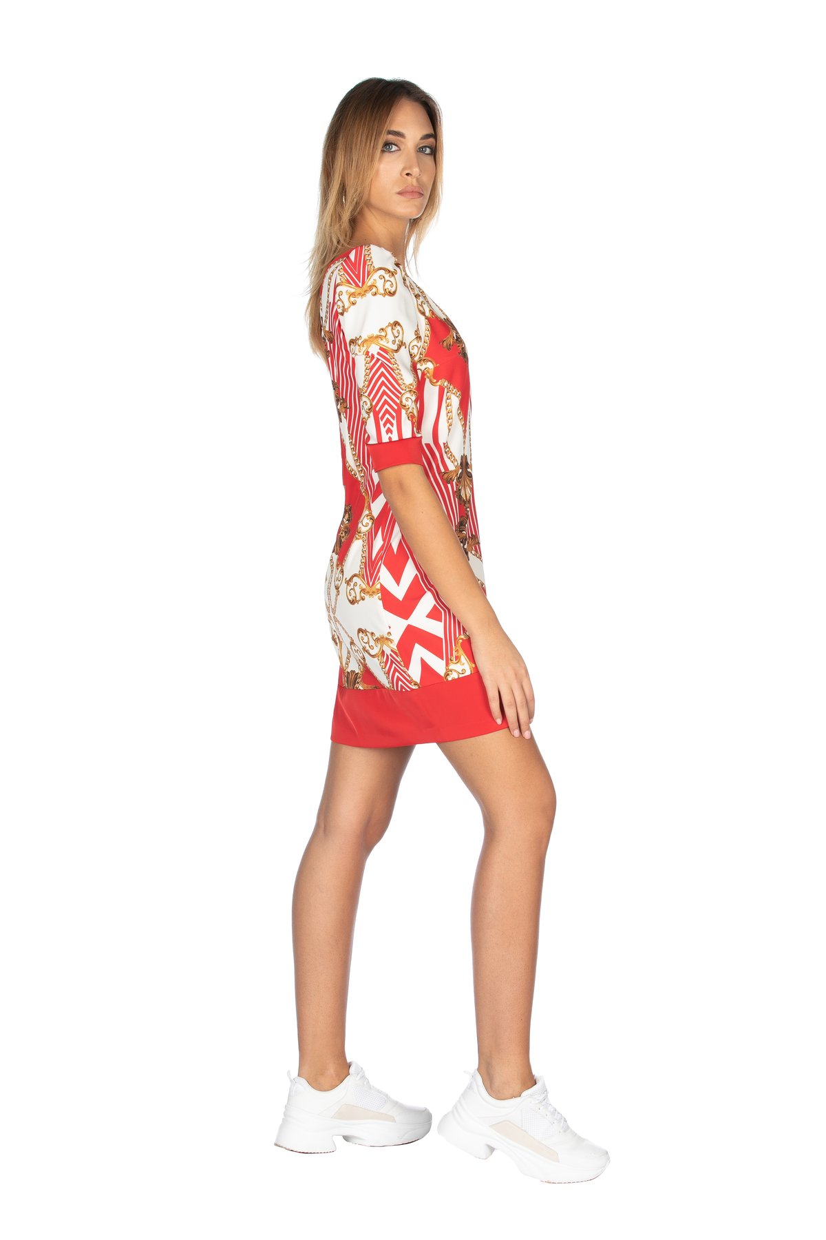 Dress with three-quareter sleeves and V-neck with zip on the back model wit a screwed 