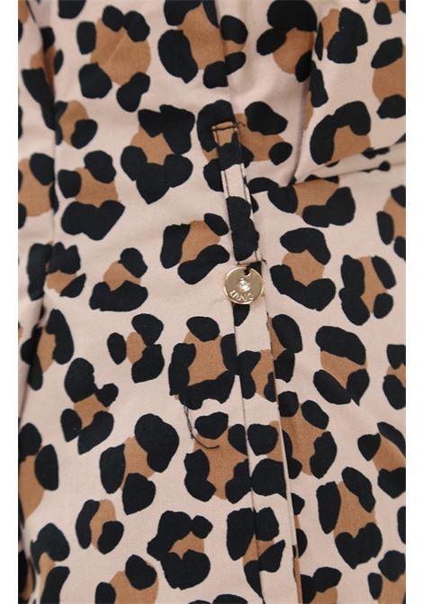 Pantaloncino con stampa animalier LIUJO | Pantaloncini | CA1127T2434V9414