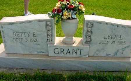GRANT, LYLE L. - Box Butte County, Nebraska   LYLE L. GRANT - Nebraska Gravestone Photos