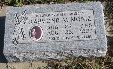 MONIZ, RAYMOND V. - Thurston County, Nebraska | RAYMOND V. MONIZ - Nebraska Gravestone Photos