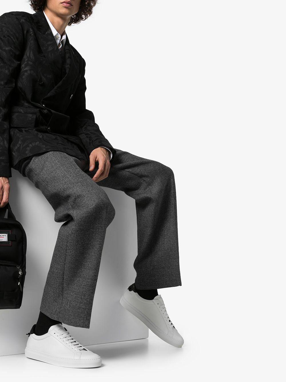sneakers urban street in pelle di vitello bianca e tallone nero GIVENCHY | Sneakers | BH0002H0FS116