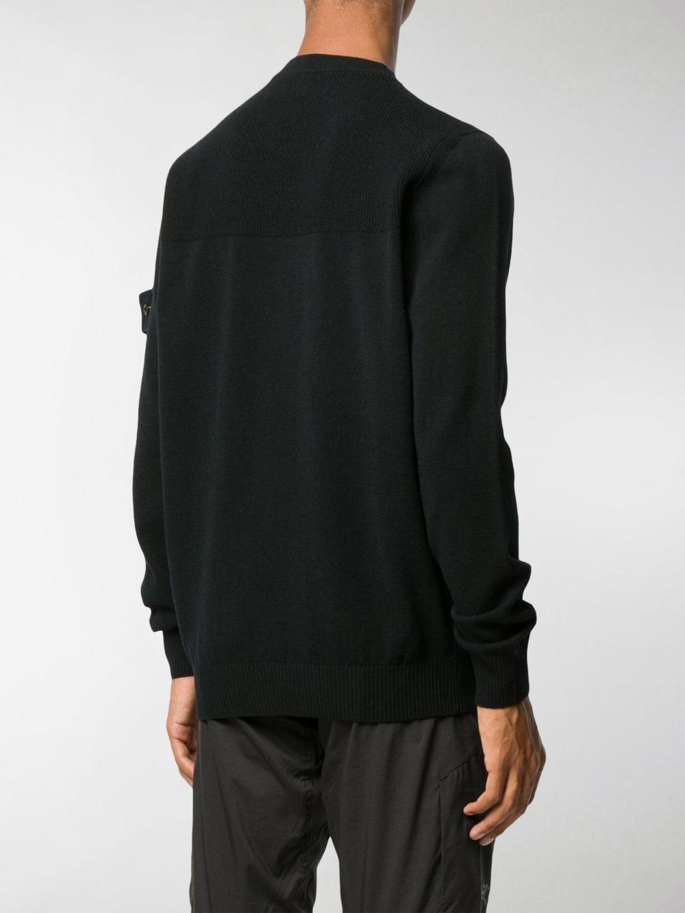 Maglia in lana nera con patch logata Stone Island sulla manica STONE ISLAND | Maglieria | 7315591A1V0029