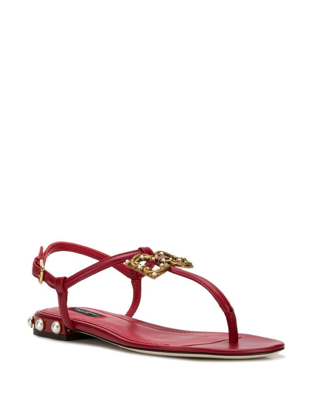 sandalo ad infradito in pelle rossa con logo DG in metallo dorato e perline sul tacchetto DOLCE & GABBANA | Scarpa | CQ0241-AI57387124