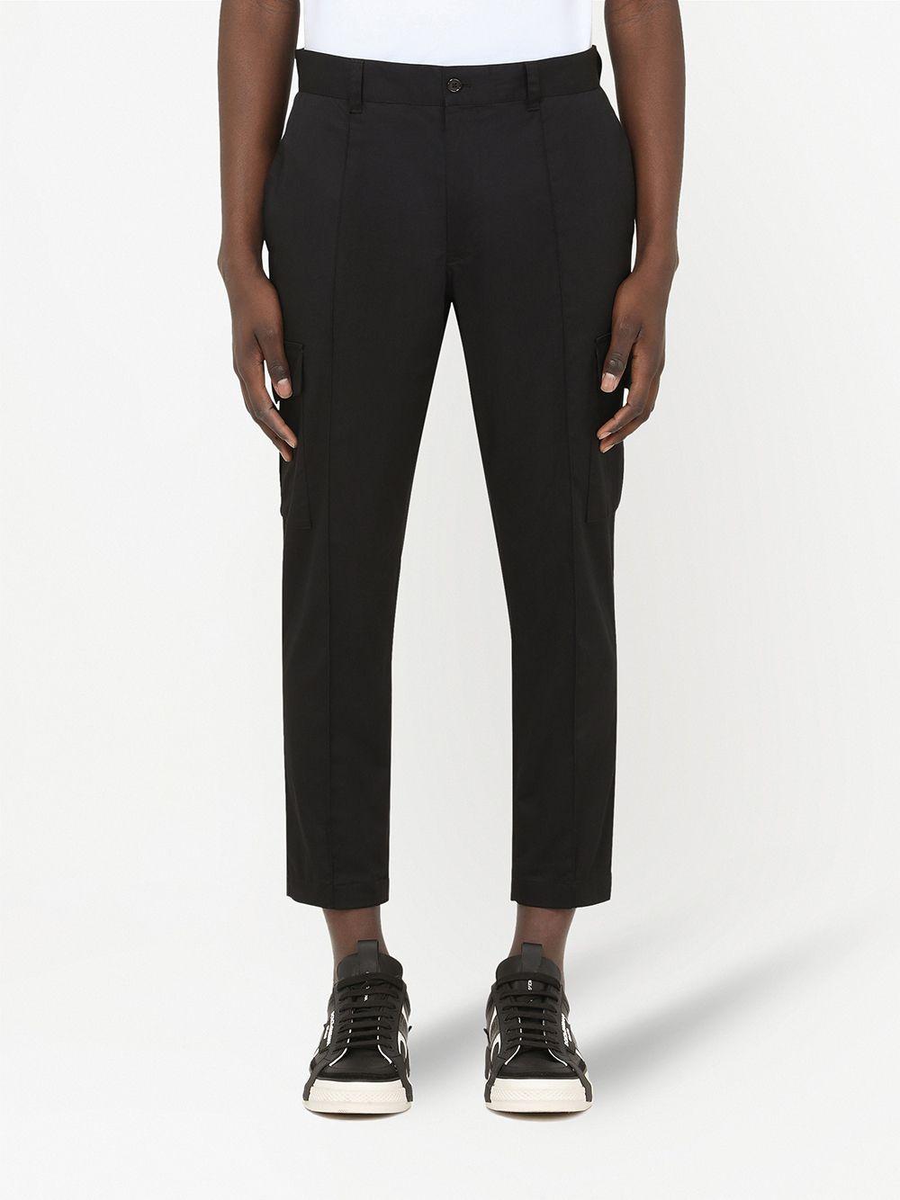 Pantaloni cargo a gamba corta in cotone elasticizzato nero con dettagli in piping DOLCE & GABBANA | Pantaloni | GWBWET-FUFJRN0000