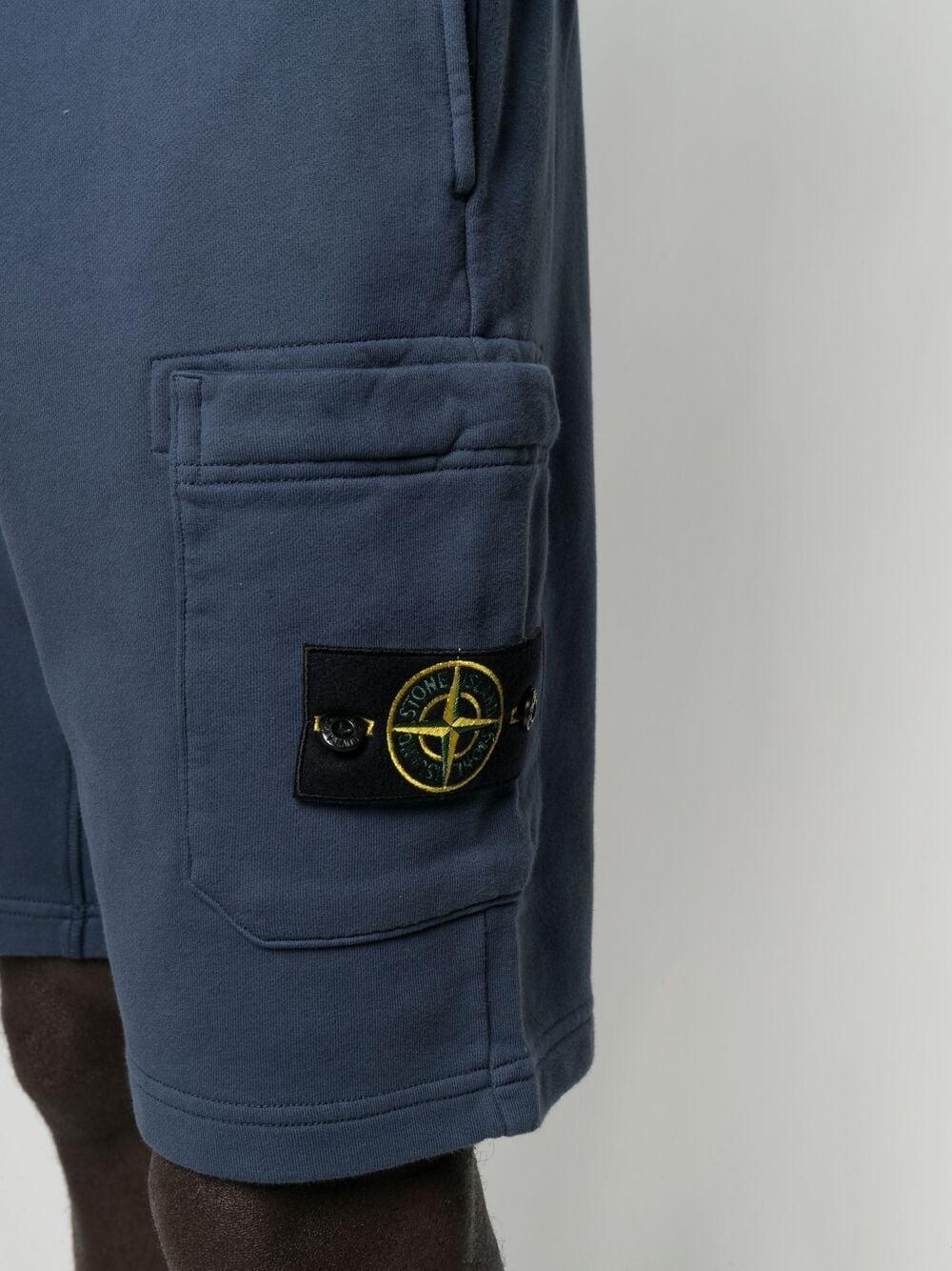 Pantaloncini tuta in cotone di cotone blu con logo Stone Island sul lato STONE ISLAND | Bermuda | 741564651V0024
