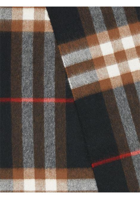 Sciarpa classica in cashmere a quadri 30x180 nero e marrone con bordi sfrangiati. BURBERRY | Sciarpa | 8016408-MU GIANT CHKA7291