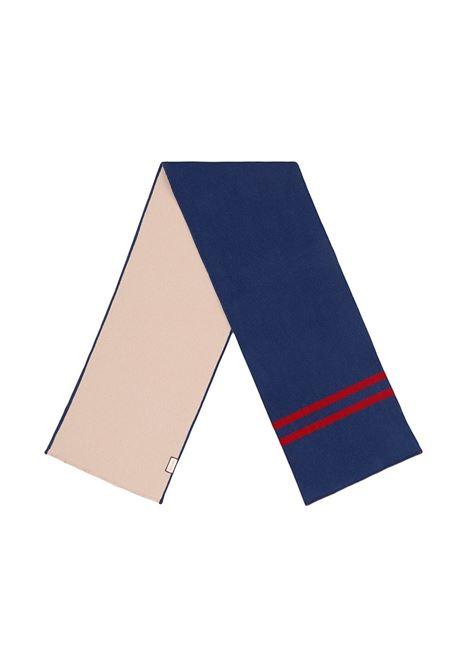 Sciarpa in lana 35x180 bicolore blu e beige con logo lettering Gucci rosso su un lato GUCCI | Sciarpa | 525559-4G7444279