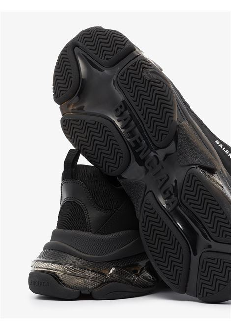 chunky design black Triple S sneakers featuring clear rubber sole. BALENCIAGA |  | 541624-W2FB11000