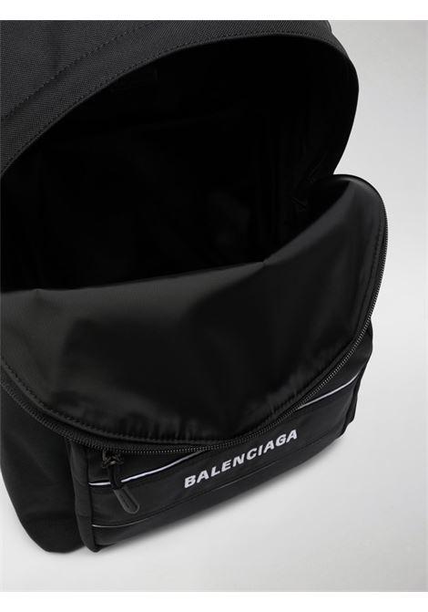 Zaino nero con lettering logo bianco Balenciaga BALENCIAGA | Zaini | 638106-2HFOX1090