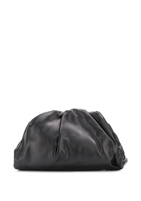 The Pouch Bag grande nera in pelle di vitello butter ultra morbido BOTTEGA VENETA | Clutch | 576227-VCP401229