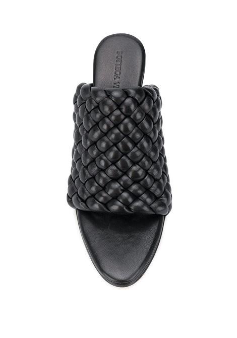 sabot tacco medio con motivo intrecciato in pelle nera  punta aperta BOTTEGA VENETA   Scarpe con tacco   621340-VBTG01000