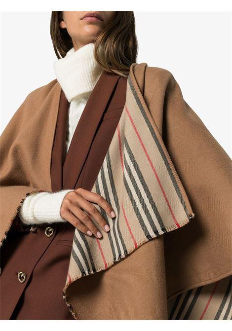 poncho Icon in lana marrone con bordi sfrangiati BURBERRY | Mantella | 8015654-ST ICON STRIPEA7139