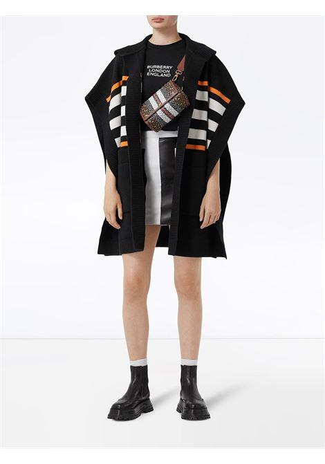 Mantella nera in cotone con cappuccio e righe orizzontali bianche ed arancioni BURBERRY | Mantella | 8017769-ST TB MONO STRPA1189
