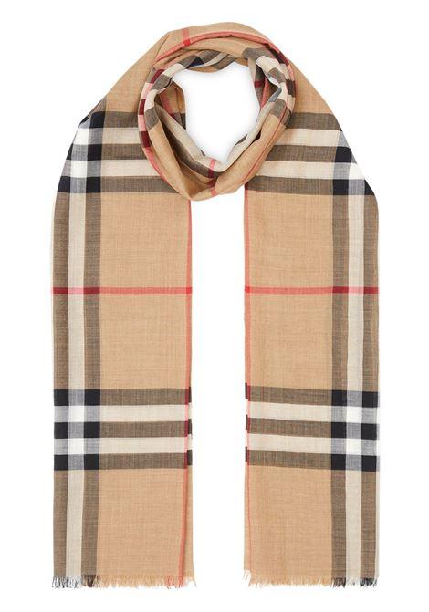 sciarpa 220x70 in morbida seta e lana con stampa Haymarket BURBERRY | Sciarpe e foulards | 8018468-MU GIANT CHECK GAUZEA7026
