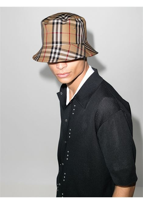 Cappello a secchiello beige con stampa Burberry Vintage Check BURBERRY | Cappelli | 8026927-MH 2 PANEL BUCKETA7026