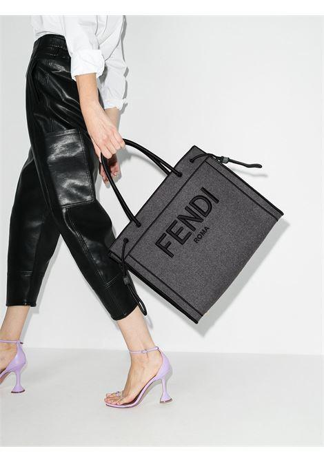 Borsa tote Fendi in tela grigia e nera con lettering logo ricamato FENDI | Tote | 8BH379-AD6BF0RP3
